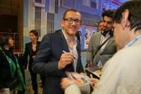 01.04.2014 |  Gartenbau Kino |  Film Premiere -filmladen <br>im Bild:<br> Dany Boon - Regisseur, Hauptdarsteller -mit Fans, Autogramm-Jägern