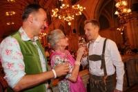 19.09.2014 |  Wiener Rathaus |  der Trachten-Event des Jahres v. Thomas Klein<br>Im Bild:<br> Gerhard Schilling -GF Almdudler, Lotte Tobisch, Oliver Pocher