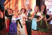 14.05.2015 |  Unteres Belvedere |  Side-Event im Rahmen d. EUROVISION SONG CONTEST 2015 in WIEN<br>im Bild:<br> Bojana Stamenov -f. Serbien, Voltaj -f. Rumänien, Wiener Dirndln