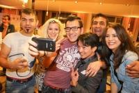06.10.2015 |  Avocado Lunch |  mit Starkoch Sigi Kröpfl & Friends | PR Robin Cosult <br>im Bild:<br> La Hong Nhut, Katja Wagner -mit neuen Freunden, Selfie-Action