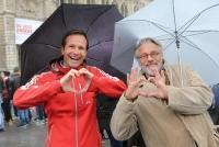 07.10.2015 |  Wiener Rathausplatz |  Weltrekordversuch für Kira Grünberg und Vanessa Sahinovic |PR Robin Consult <br>im Bild:<br> Alexander Rüdiger, Adi Hirschal