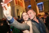 27.04.2016 |  MuseumsQuartier |  Wien-Premiere des preisgekrönten Broadway Musicals!<br>im Bild:<br> Pia Douwes, Uwe Kröger -Selfie-Action -Premierenfeier