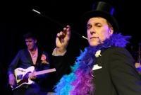 25.10.2016 |  Wiener Metropol | Premiere d neuen Revue | PR SCHWAIGER MUSIC MANAGEMENT<br>im Bild:<br>Alexander M. Helmer u. Band -live a d Bühne