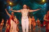 08.05.2014 |  Neu Marx |  Galapremiere präsentiert v. ComCat-PR u. LS-Konzertagentur<br>Im Bild:<br> Show-Finale mit den Artisten -Übersicht