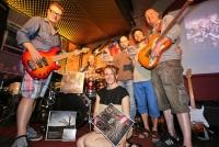 08.07.2014 |  Local Bar |  Präsentation des neuen Musik-Video<br>Im Bild:<br> Birgit Denk u. Band  -mit Ihrer aktuellen CD u. Schallplatte DURCH DIE WÜSTE