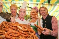 25.09.2014 |  Wiener Prater/Kaiserwiese |  Oktoberfest in Wien<br>Im Bild:<br&gt Albert Fortell, Andrea Buday, Leo Hillinger -Wiener Wirtn-Tag