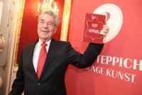 24.10.2014 |  Präsidentschaftskanzlei/Hofburg |  Presse-Preview | PR - Robin Consult <br>im Bild:<br> Bundespräsident Heinz Fischer -präsentiert die Teppich-Kunst