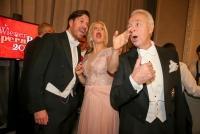 04.02.2016 |   Wiener Staatsoper |  am Ball der Bälle<br>im Bild:<br> Daniel Serafin, Barbara Schöneberger, Harald Serafin