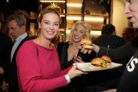08.01.2019 |  Rotenturmstraße |  Er&ouml;ffnung eines exklusives Burger-Restaurant<br>im Bild:<br> Christine Reiler, Kathrin Menzinger,