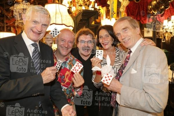 22.08.2019 |  Marchfelderhof/Deutsch-Wagram |  Welcome Dinner für European Magic Historie Conference<br>im Bild:<br> Thomas Schäfer-Elmayer, Andy lee Lang, Gerhard BOCEK -Hausherr, Maya Hakvoort, Magic Christian,
